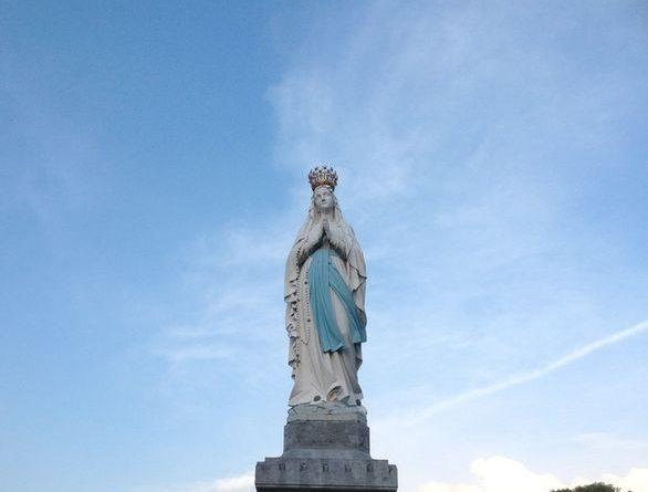 Apariciones de Lourdes-Marchando Religión