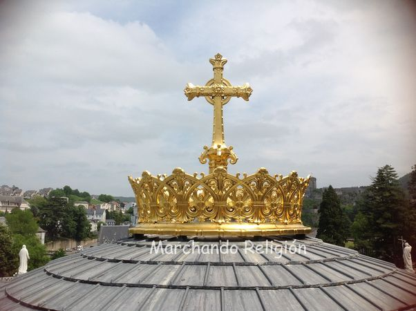 Sexta aparición en Lourdes-Marchando Religión