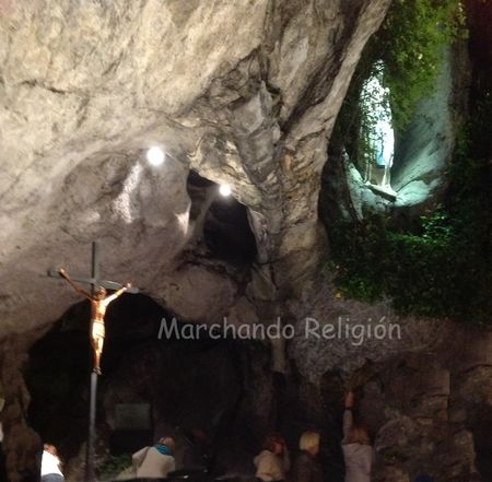 10ª aparición en Lourdes-Marchando Religión