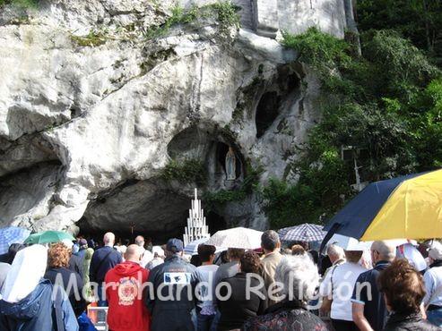 14ª Aparición en Lourdes-Marchando Religión
