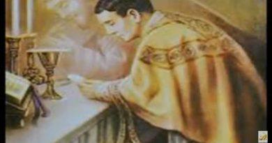 El Sacerdote ante el Altar-MarchandoReligion.es