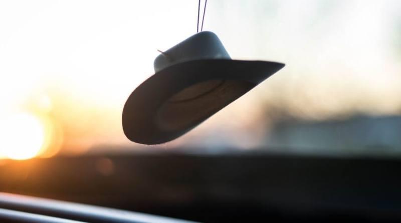 El sombrero, no la cabeza-MarchandoReligion.es