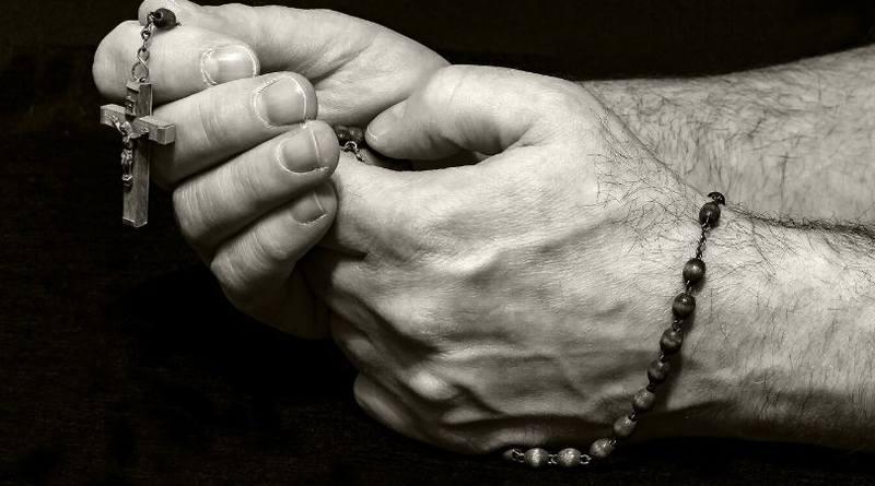 Debemos rezar el Rosario-MarchandoReligion.es