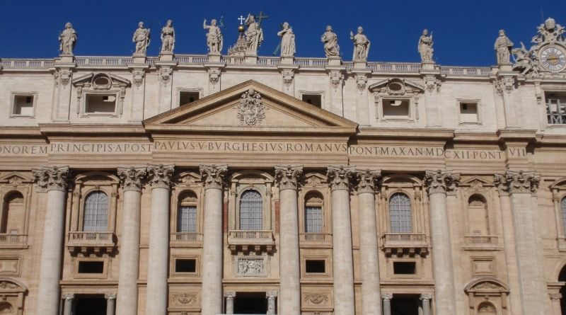 Últimas noticias desde el Vaticano ¡Menuda facha!-MarchandoReligion.es