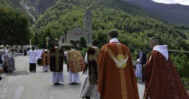 """Vocaciones, santificación de los sacerdotes y fidelidad a la Misa de siempre. Ésa es nuestra misión"""". Habla el superior de la Hermandad de san Pío X-MarchandoReligion.es"""